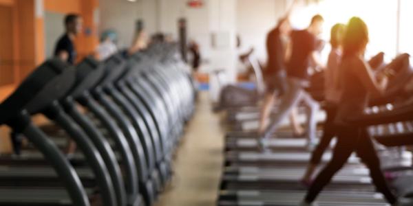 Les professionnels du fitness élaborent avec le NHS des programmes de réadaptation COVID-19 pour les patients qui ont été sous respirateur !